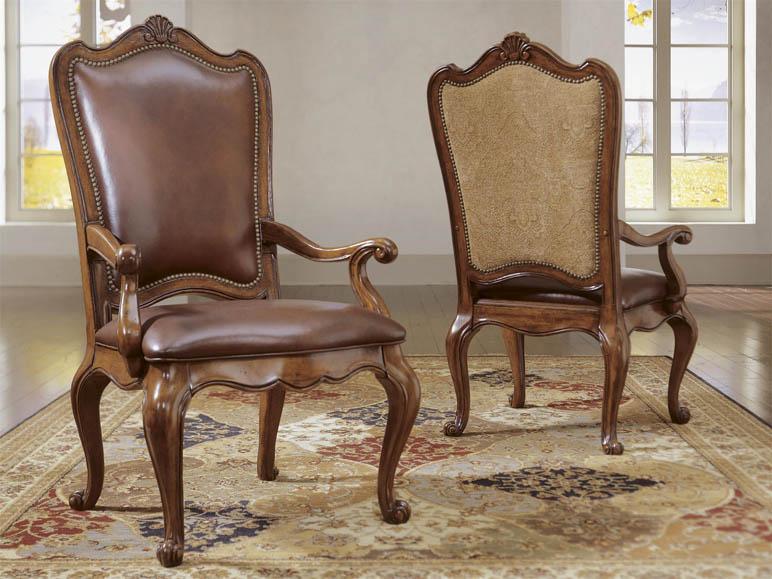 Universal Furniture Villa Cortina Leather Upholstered