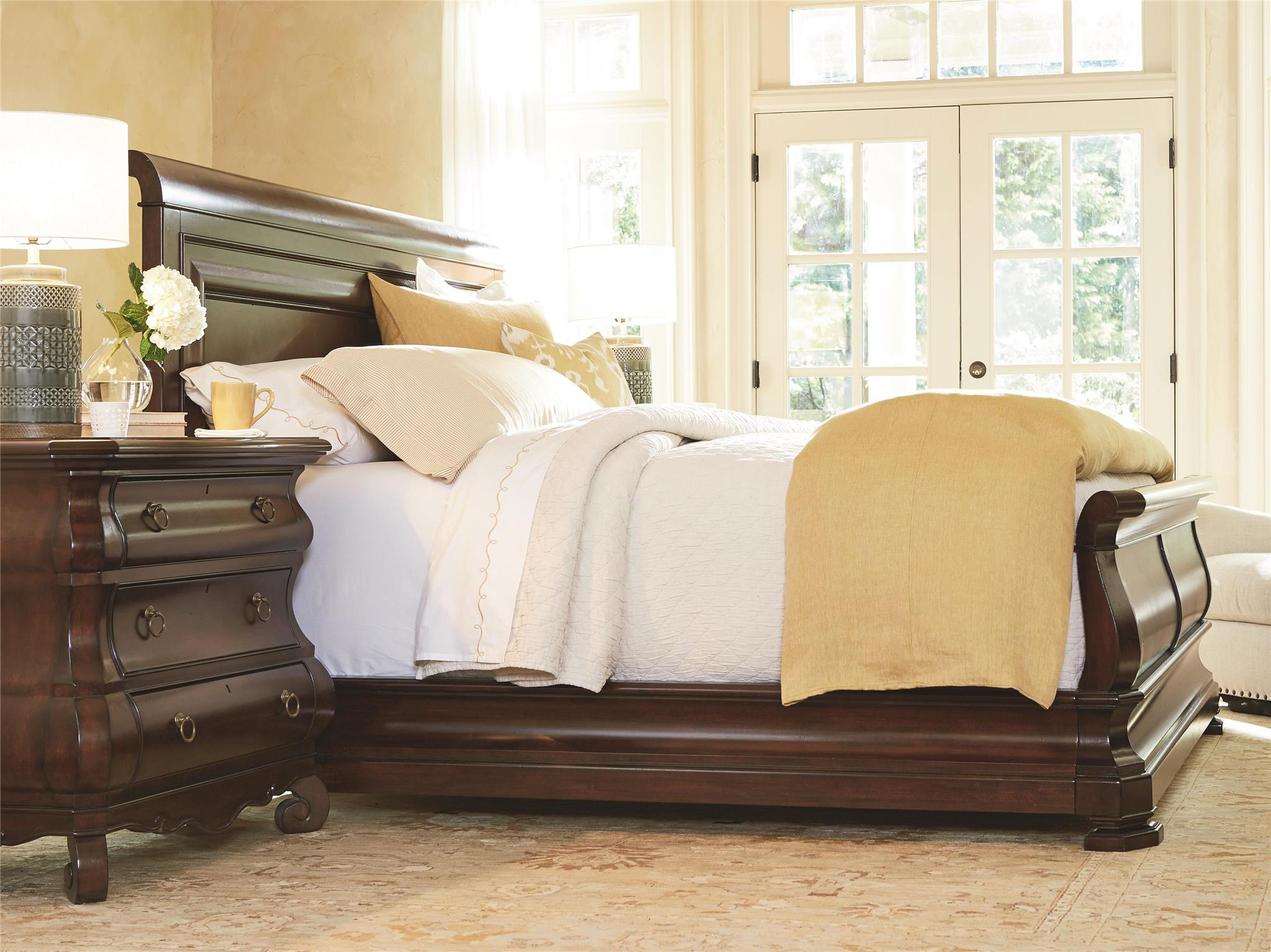 Universal Furniture Reprise Queen Sleigh Bed