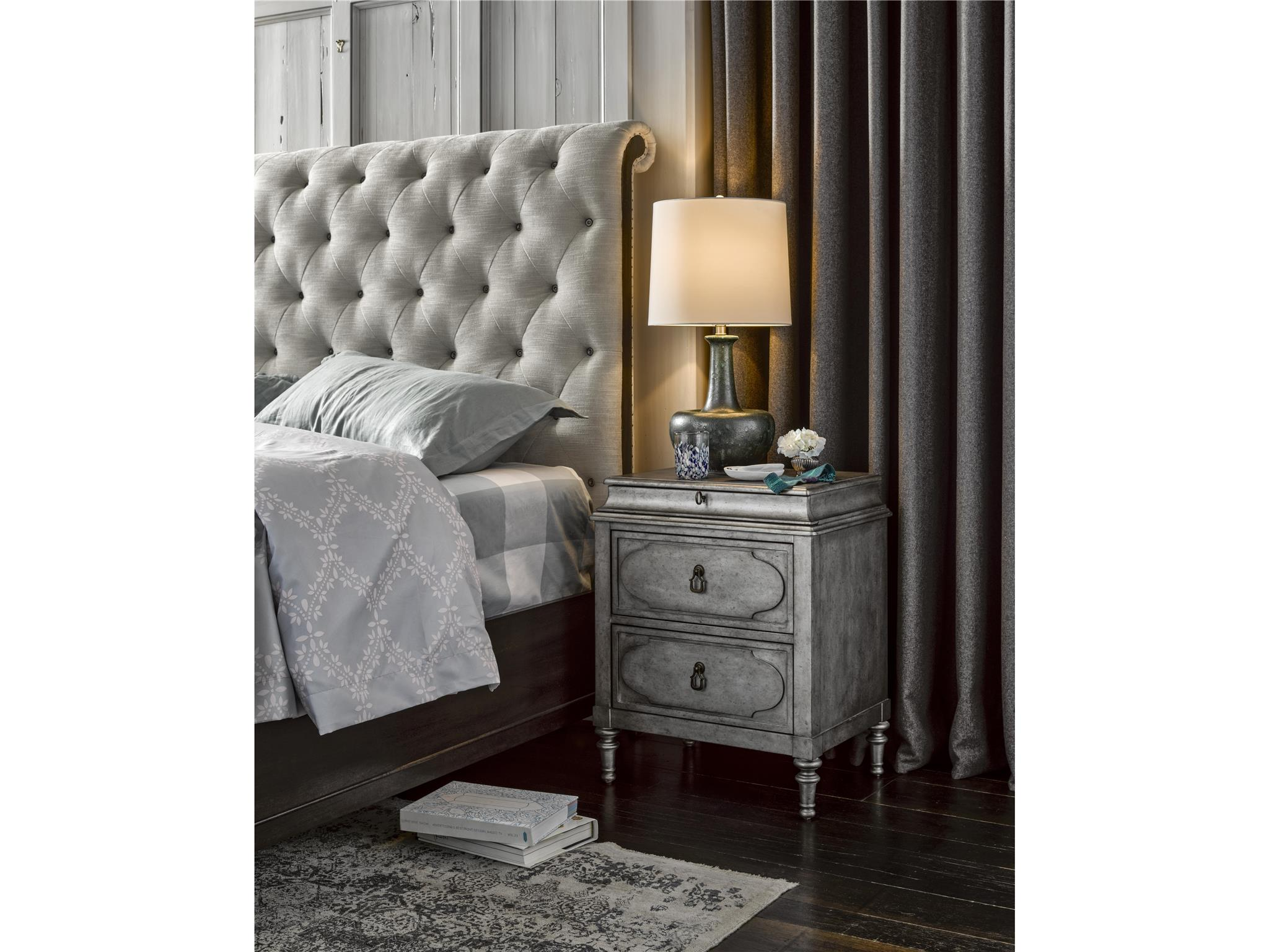 Cute-as-a-Button Queen Sleigh Bed
