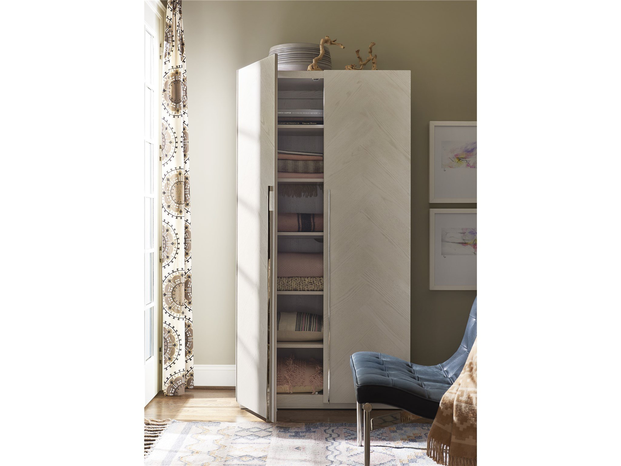 Decorum Armoire