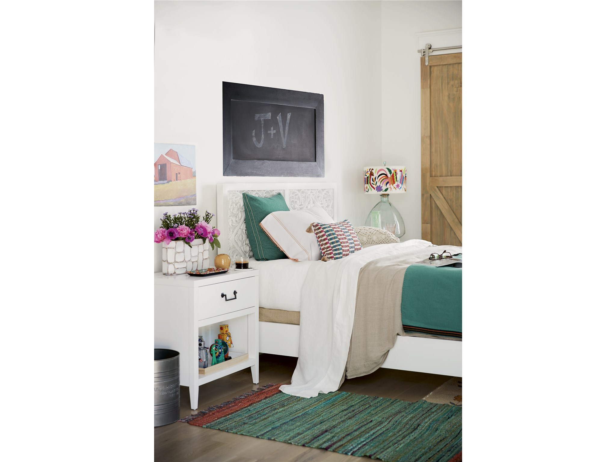 Spaces Avery Queen Bed Universal Furniture