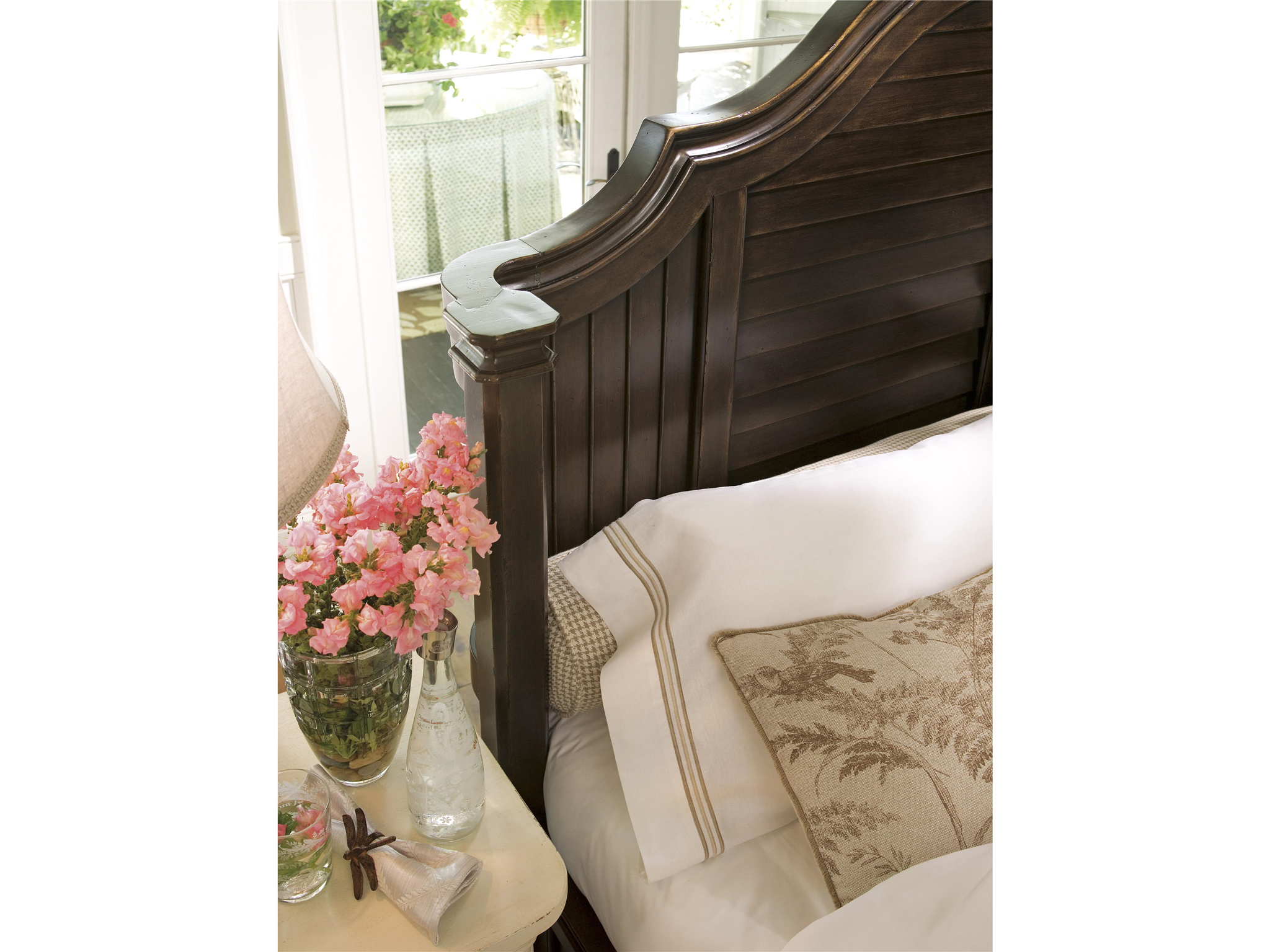 Universal Furniture Paula Deen Home Steel Magnolia Bed  : 932BRRS15220Detailuvm001 from www.pauladeenhome.com size 2048 x 1536 jpeg 1179kB