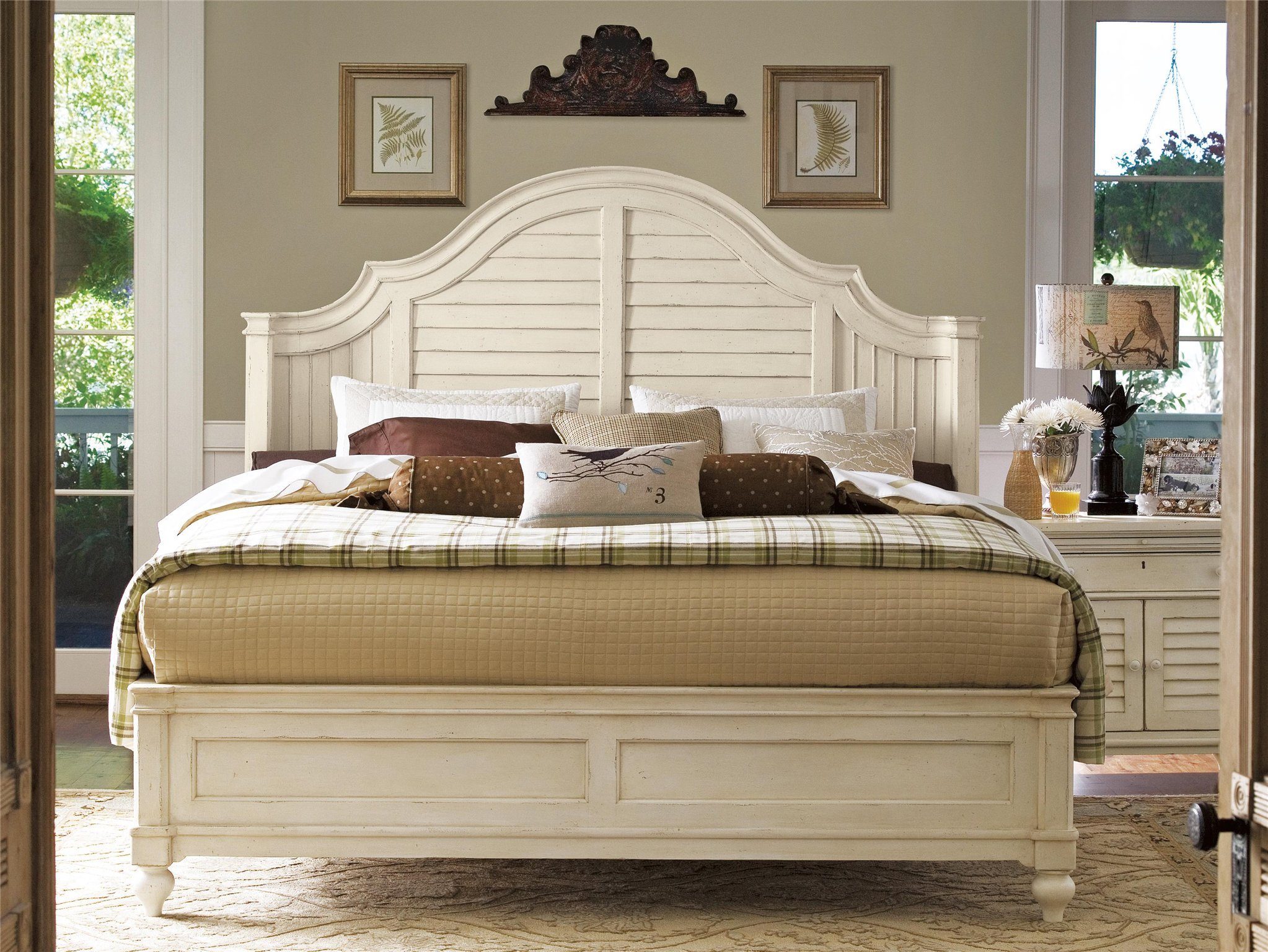 Universal Furniture | Paula Deen Home | Steel Magnolia Bed (Queen)