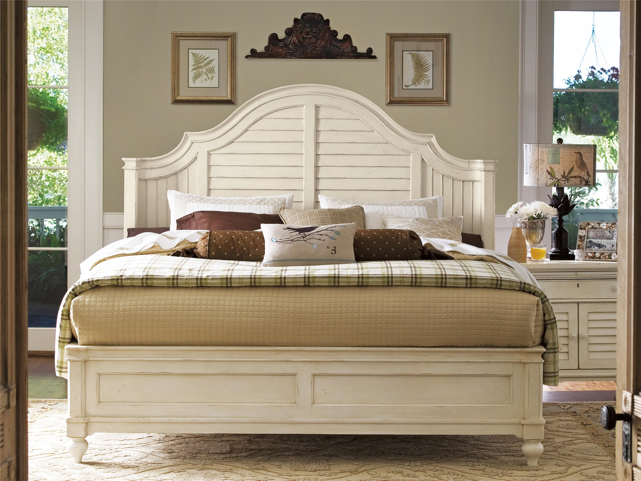 Universal Furniture Paula Deen Home Steel Magnolia Bed